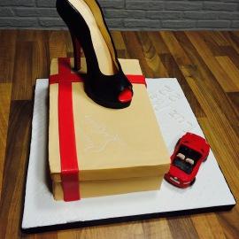 Tarta Caja Zapatos Louboutin,Tartas personalizadas madrid, tartas decoradas madrid, tartas fondant madrid, tartas cumpleaños, TheCakeProject, Repostería Creativa, Tarta Zapatos, Tarta Stilettos, tarta zapatos tacon